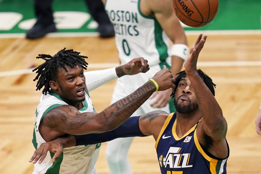 Jazz deal Derrick Favors to Thunder for cash, 2027 pick
